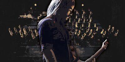 Zdjęcie przedstawia długowłosego gitarzystę, a tle za nim muzycy orkiestry.