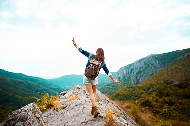 Wycieczka w góry - kobieta z plecakiem
